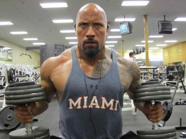 Dwayne Johnson the rock treinando