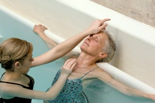 hidroterapia para idosos beneficios