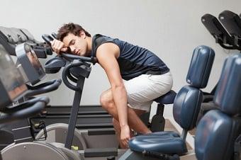 exercícios físicos ajudam no combate a insônia