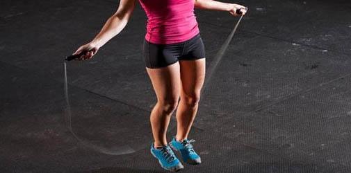 pular corda emagrece e perde barriga