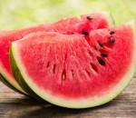 Benefícios da melancia: aliada na hipertrofia ainda controla a pressão arterial
