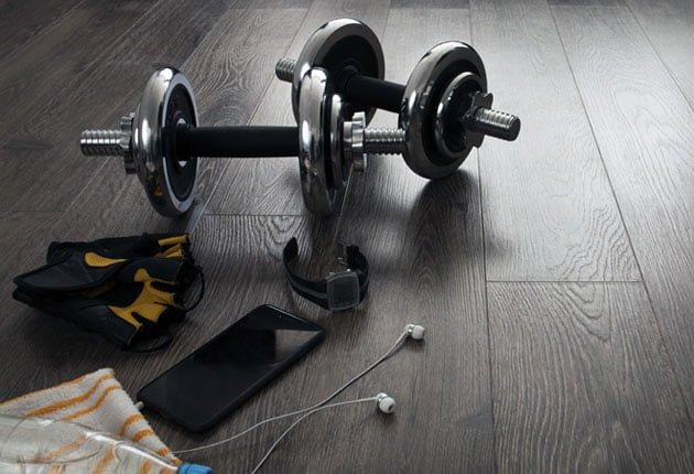 Treino musculação apenas com halteres